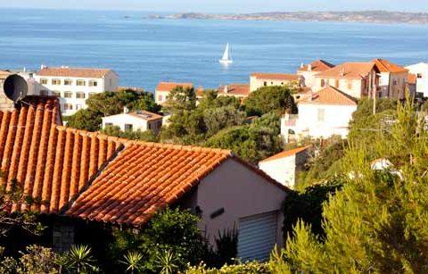 Terrain à bâtir de 1273 m² avec vue mer dans le centre de Calvi