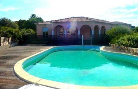 Villa de 103 m² avec piscine et vue mer sur jardin arboré de 1700 m²