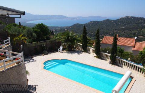Villa de 148,98 m² avec piscinesur terrain arboré de 899 m² vue mer panoramique + T2 indépendant