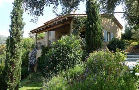 Villa de 136 m² sur un terrain arboré de 2200 m² avec cave et 65 m² supplémentaire aménageable