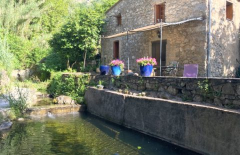 Nessa : moulin en pierre de 155 m² sur jardin arboré de 2500 m²