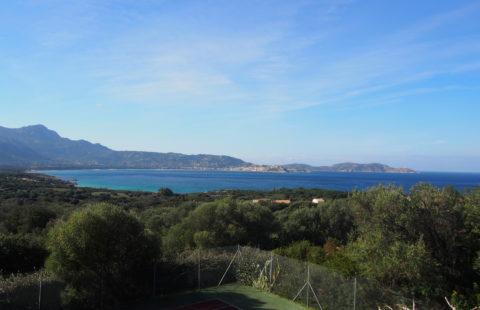 Villa avec 1000 m² de terrain, terrasse avec vue mer panoramique