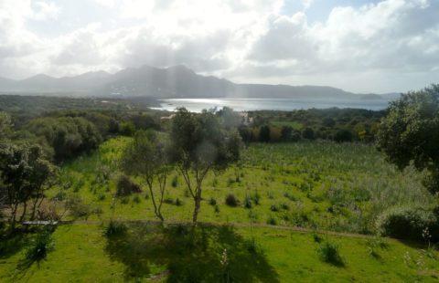 Villa 130 m² sur 1 hectare de terrain à 500 mètres des plages, belle vue mer