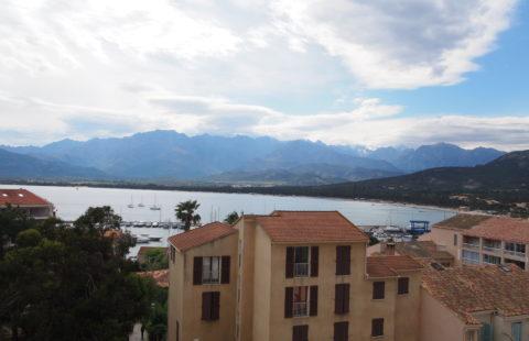 T3 de 88 m² avec loggia de 30 m² vue mer et montagnes