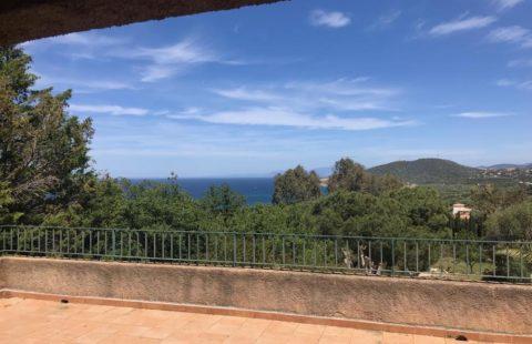 Villa de 181 m² sur 1420 m² de terrain avec terrasse et vue mer