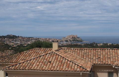 T4 de 82 m² terrasses et 125 m² de jardin privatif sur les hauteurs de Calvi
