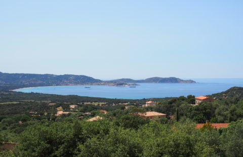 Villa de 215 m² sur les hauteurs de Lumio avec terrasses et vue mer panoramique