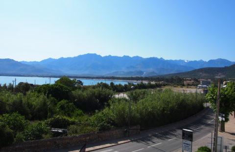 T3 de 74 m² avec loggia vue mer et montagnes