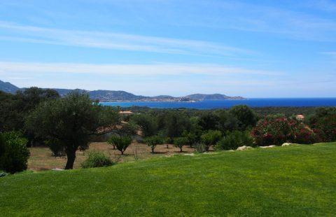 Villa de 378 m² avec piscine et vue mer terrain 17 000 m²