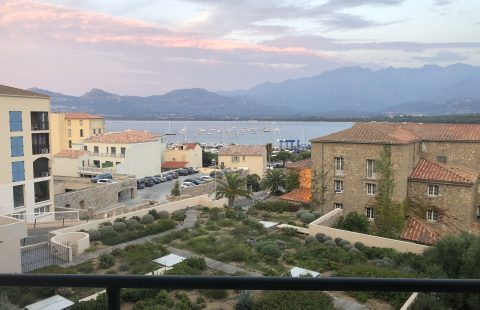 T2 de 55 m² avec terrasse vue mer