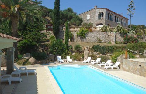 Demeure de charme de 356 m² avec piscine et vue mer, terrain 8900 m² constructible (2000 m² à bâtir)
