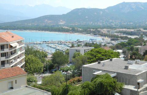 T3 de 84 m² avec terrasse vue mer et montagnes
