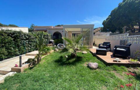 T3 de 86 m² avec terrasse vue mer et jardinet. Résidence avec accès à la mer