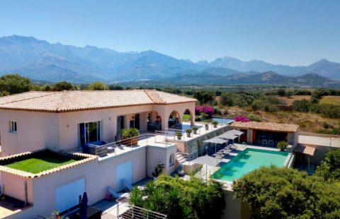 Villa de 367 m² terrain arboré de 2500 m², vue mer panoramique