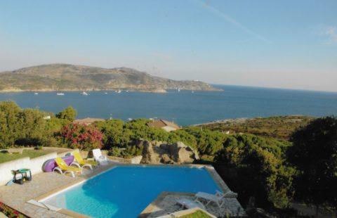 Villa de 225 m² avec piscine et terrain de 2100 m²